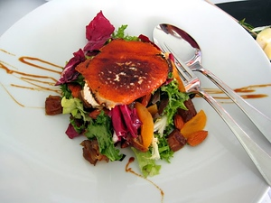 Salad with fried goat cheese at the Villa Venecia, Benidorm